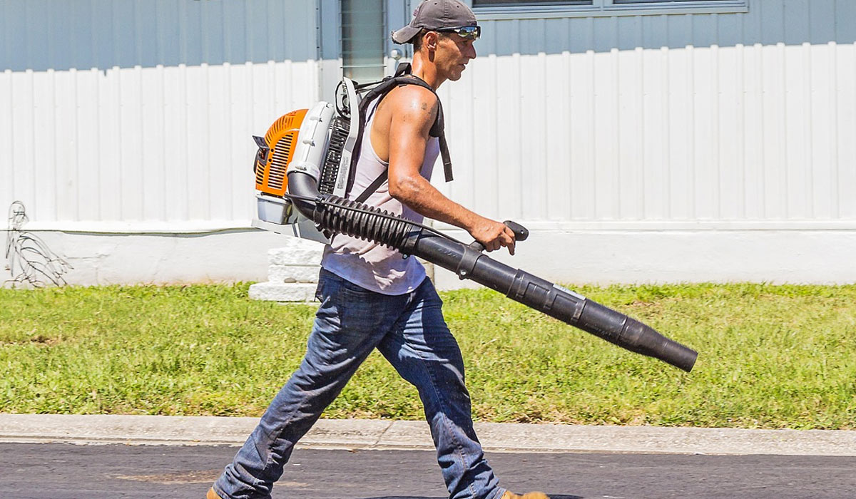What's The Right Cordless Blower For Your Property?
